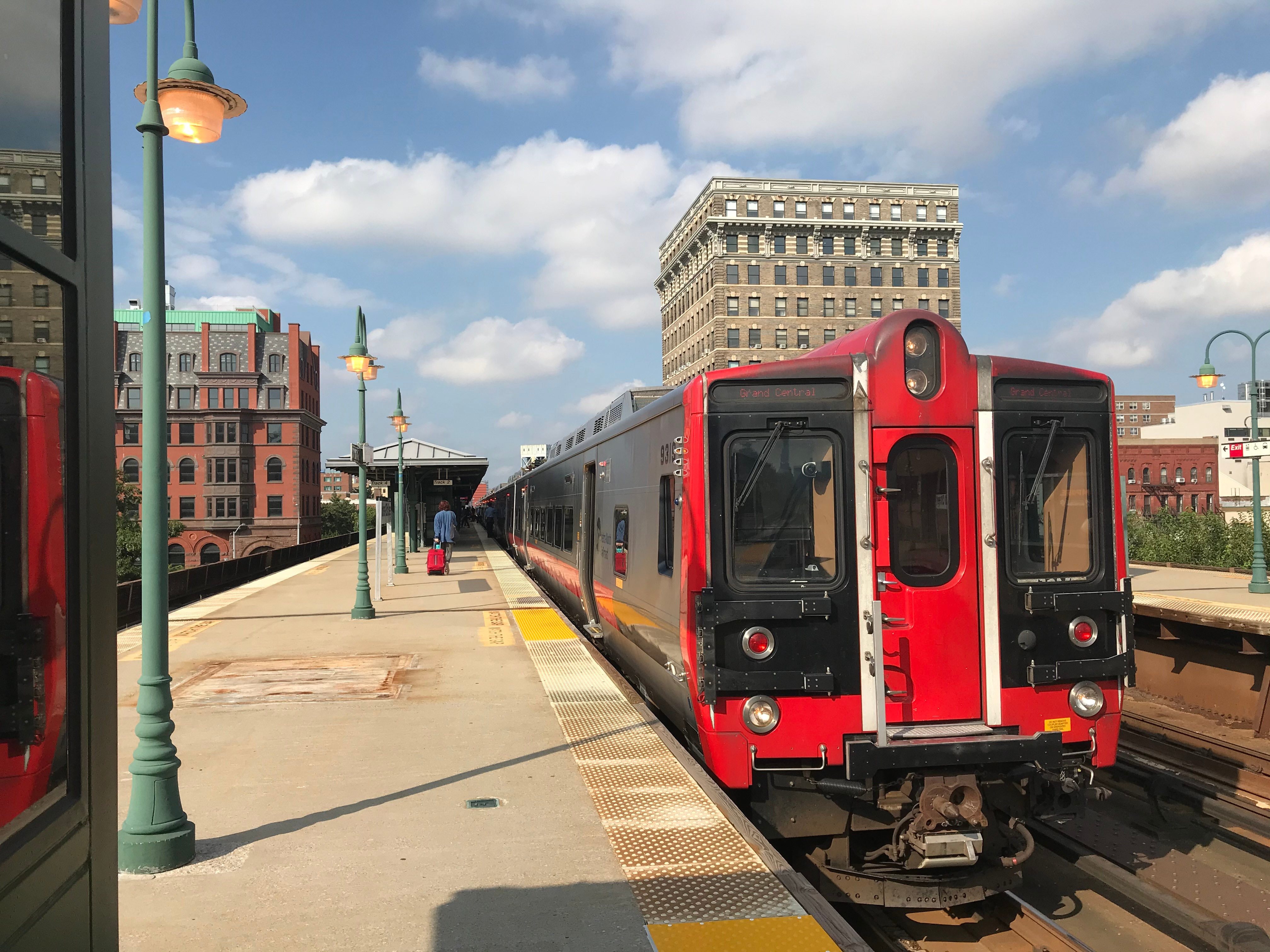 Metro-North Train at 125th street NH line